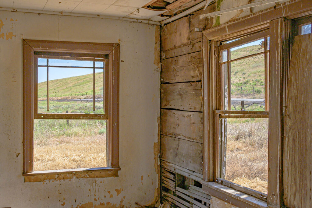 It is rare to find an abandoned home that hasn't been covered in graffiti and vandalized, even in rural America. This one sits outside of Washtucna, Washington.